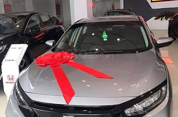 Cần bán xe Honda Civic RS 1.5 AT đời 2019, màu bạc, xe nhập0
