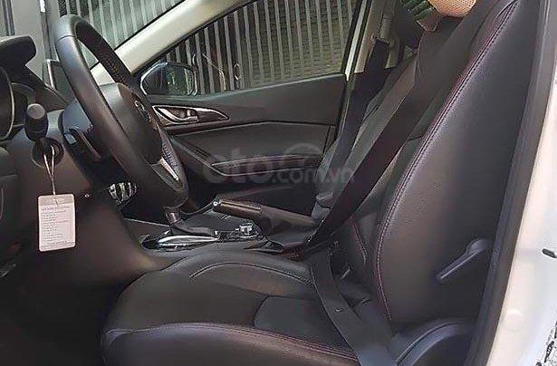 Cần bán gấp Mazda 3 1.5 AT sản xuất năm 2016, màu trắng4