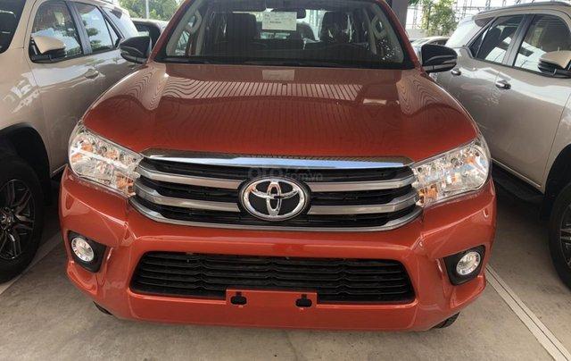 Tưng bừng giảm giá cuối năm chiếc xe Toyota Hilux đời 2019 - Xe có sẵn, giao nhanh toàn quốc0