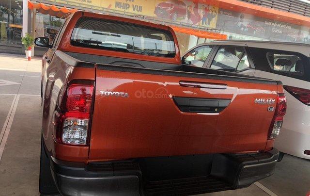 Tưng bừng giảm giá cuối năm chiếc xe Toyota Hilux đời 2019 - Xe có sẵn, giao nhanh toàn quốc1