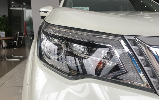 Xe Nissan Terra V 2.5 AT 4WD - có xe giao ngay3
