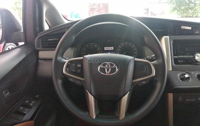 Giảm giá sâu cuối năm chiếc xe Toyota Innova 2.0E đời 2019, màu xám - Giá tốt - Giao xe tận nhà5
