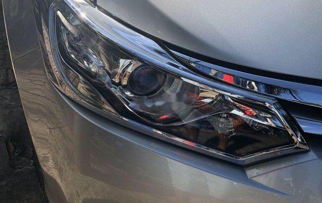 Cần bán Toyota Vios sản xuất 2014, màu bạc0