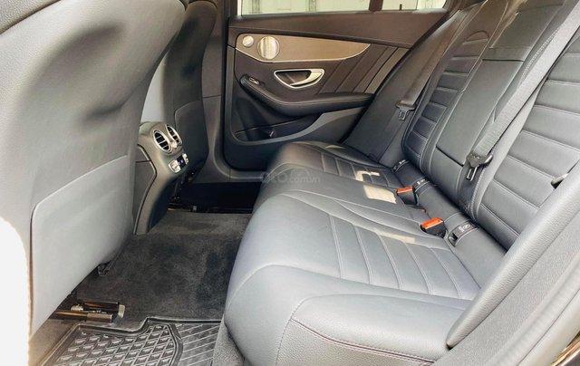 Bán xe Mercedes C300 AMG 2019 bảo hành chính hãng đến 2022, trả trước 700 triệu nhận xe ngay5
