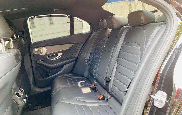 Bán xe Mercedes C300 AMG 2019 bảo hành chính hãng đến 2022, trả trước 700 triệu nhận xe ngay4