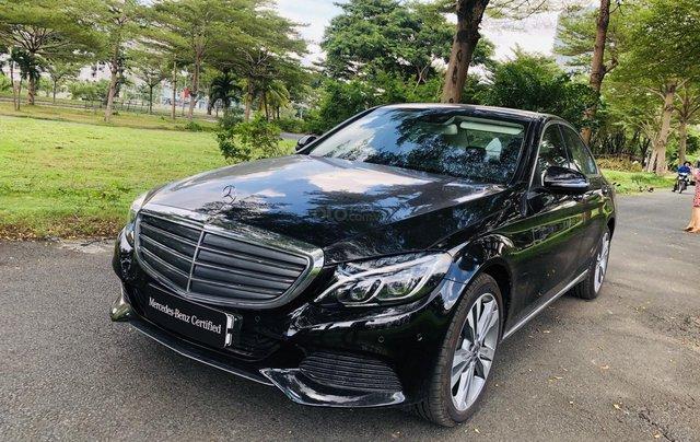 Thanh lý Mercedes C250 sản xuất 2018, màu đen/kem đi chỉ 28km, giảm giá 400tr0