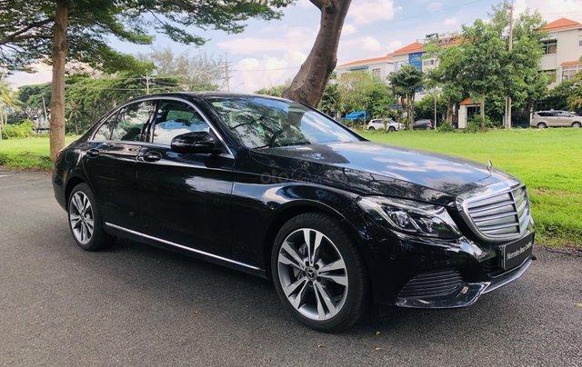 Thanh lý Mercedes C250 sản xuất 2018, màu đen/kem đi chỉ 28km, giảm giá 400tr1