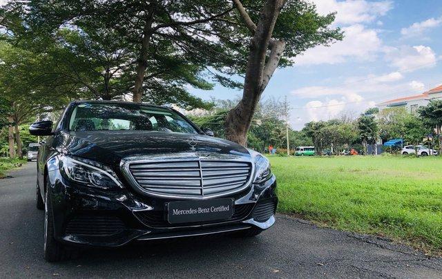 Thanh lý Mercedes C250 sản xuất 2018, màu đen/kem đi chỉ 28km, giảm giá 400tr2