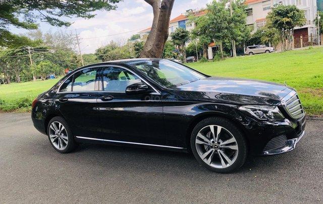 Thanh lý Mercedes C250 sản xuất 2018, màu đen/kem đi chỉ 28km, giảm giá 400tr3