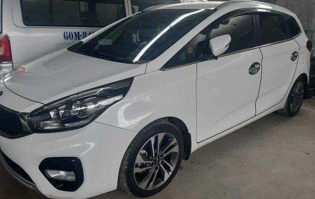 Cần bán Kia Rondo năm sản xuất 2018, màu trắng, đi chỉ 1400km2