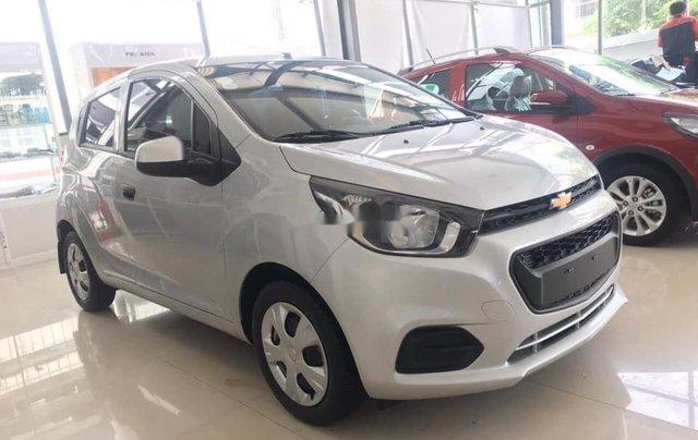 Cần bán Chevrolet Spark Duo 1.2L đời 2018, màu bạc như mới2
