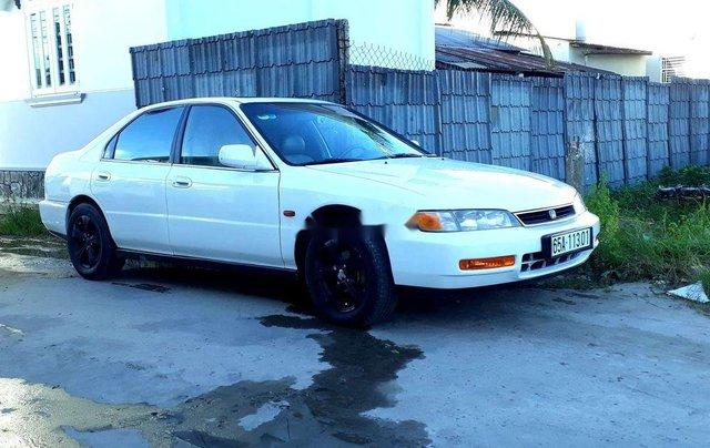 Cần bán lại xe Honda Accord đời 1997, màu trắng, chính chủ0