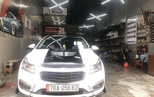 Cần bán lại Chevrolet Cruze sản xuất năm 2017, màu trắng0