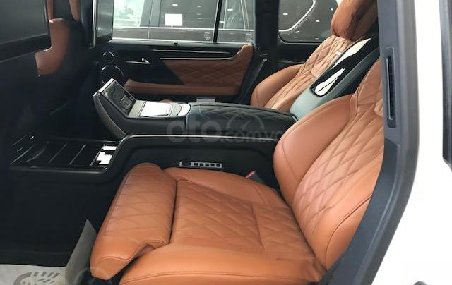 Lexus LX570 Autobiography MBS 4 ghế massage màu trắng, nội thất nâu da bò, model 2020 mới nhất5