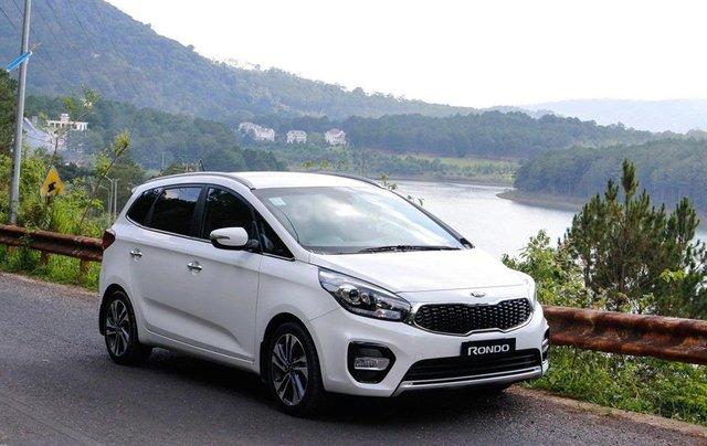 Kia Rondo mẫu xe 5+2 thông dụng mua xe tháng 10 để nhận ưu đãi3