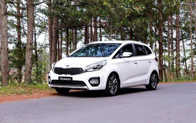 Kia Rondo mẫu xe 5+2 thông dụng mua xe tháng 10 để nhận ưu đãi4