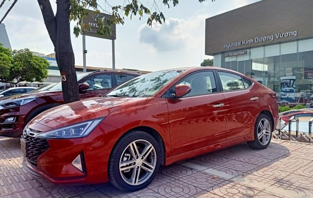 Hyundai Elantra 1.6AT Sport đỏ+ Sale sốc KM 40 triệu+ xe giao ngay2