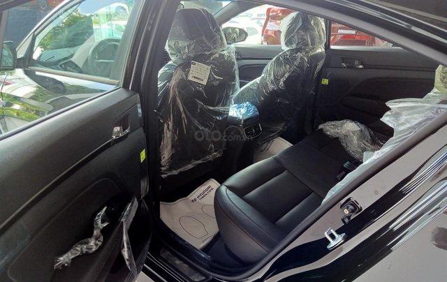 Sở hữu ngay Hyundai Elantra 1.6AT Turbo đen giá cực tốt+ Trả trước 250tr+ Tặng thêm quà 10tr4