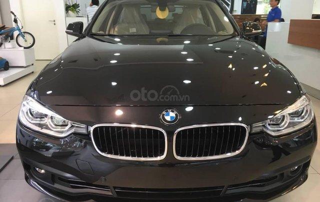 Ưu đãi 16% giá xe BMW 320i - xe có sẵn - giao xe ngay0