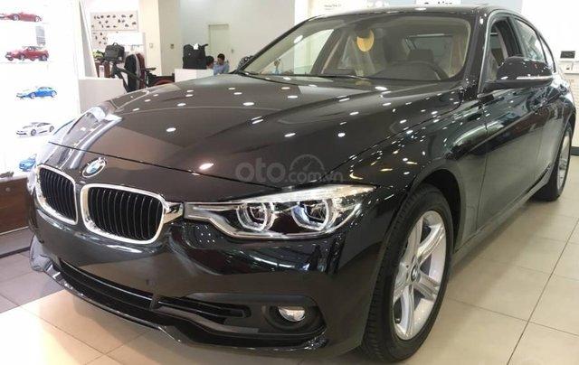 Ưu đãi 16% giá xe BMW 320i - xe có sẵn - giao xe ngay1