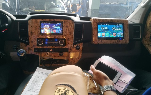 Bán Hyundai Dcar Solati thượng đỉnh, 12 ghế, màu đen, nhập khẩu Hàn Quốc2