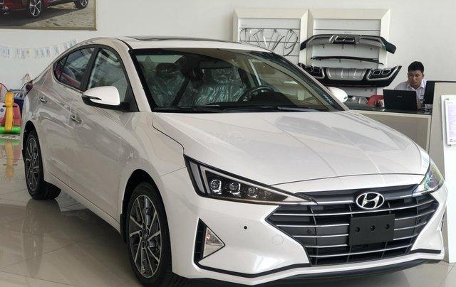 Xe Hyundai Elantra 2019, giá từ 555tr - màu trắng- giao ngay - LH: 09192935530