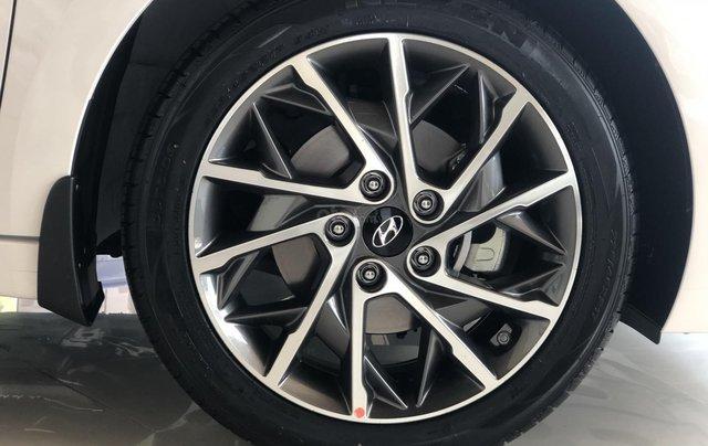 Xe Hyundai Elantra 2019, giá từ 555tr - màu trắng- giao ngay - LH: 09192935536