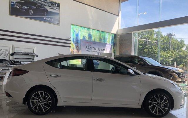 Xe Hyundai Elantra 2019, giá từ 555tr - màu trắng- giao ngay - LH: 09192935538