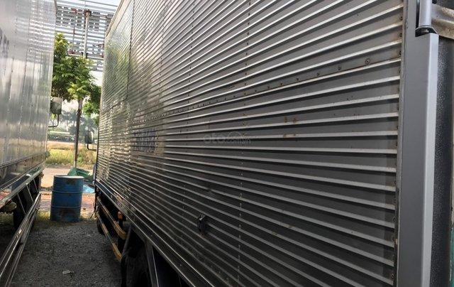 Bán xe tải Isuzu 5 tấn thùng kín đã qua sử dụng thùng dài 6m, máy nổ rất êm3
