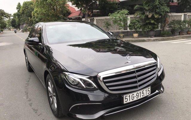 Bán xe Mercedes E200 2019 form mới, màu đen, biển số VIP1
