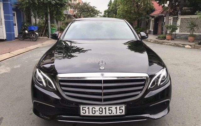 Bán xe Mercedes E200 2019 form mới, màu đen, biển số VIP2