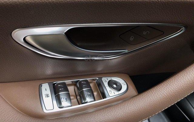 Bán xe Mercedes E200 2019 form mới, màu đen, biển số VIP6