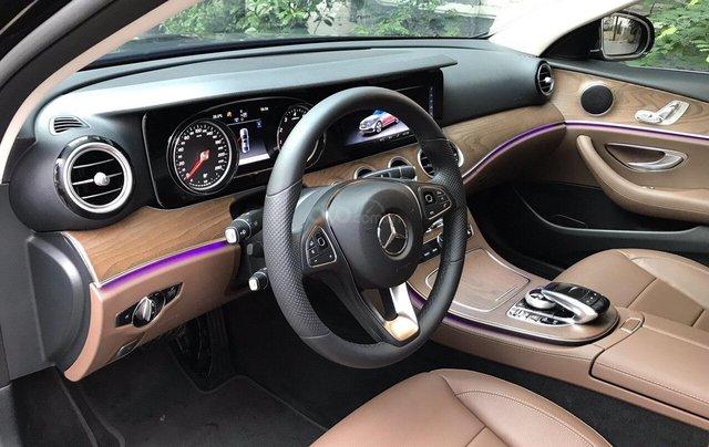 Bán xe Mercedes E200 2019 form mới, màu đen, biển số VIP9