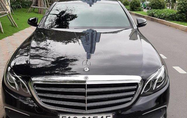 Bán xe Mercedes E200 2019 form mới, màu đen, biển số VIP11