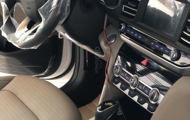 Xe Hyundai Elantra 2019, giá từ 555tr - màu trắng- giao ngay - LH: 09192935533