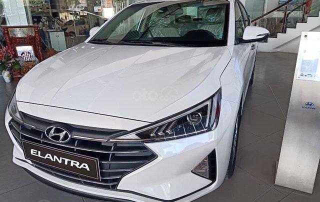 Cần bán Hyundai Elantra 2019, màu trắng, 664tr2