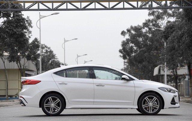 Cần bán Hyundai Elantra 2019, màu trắng, 664tr4