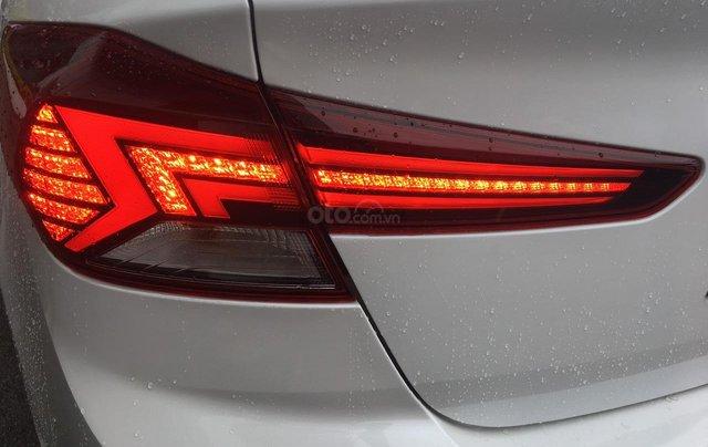 Cần bán Hyundai Elantra 2019, màu trắng, 664tr5