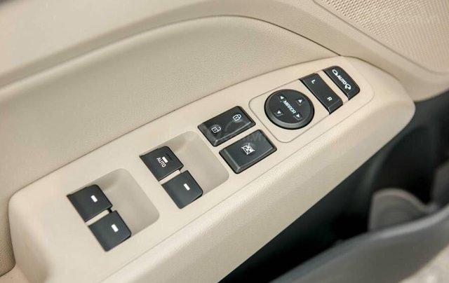 Cần bán Hyundai Elantra 2019, màu trắng, 664tr6