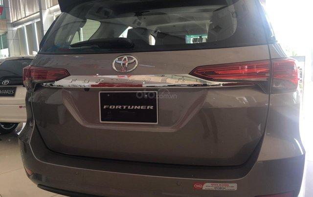 Toyota Fortuner 2.4G AT, giao ngay, giá cực tốt 09068823294