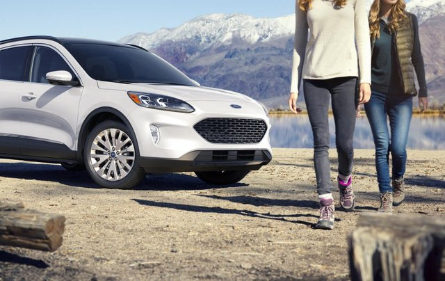 Phân biệt xe Ford Escape 2020 và đời cũ qua ảnh1