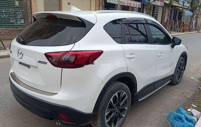 Cần bán lại xe Mazda CX 5 2.0 AT sản xuất năm 2017, màu trắng, giá tốt0