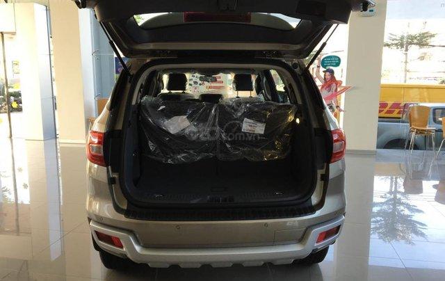 Ford Everest KM khủng, vay NH 90%, 230tr lấy xe ngay giao xe tận nhà3