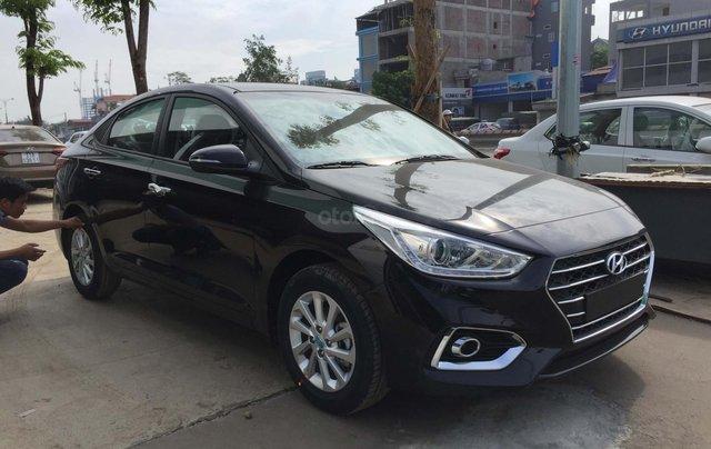 Bán Hyundai Accent 1.4 AT mới đời 2019, màu đen, xe sẵn đủ màu giao ngay2