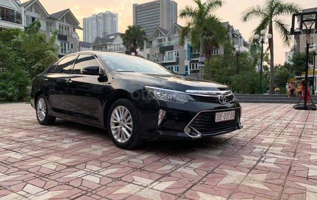 Bán Toyota Camry 2.0E đen kem model 20182