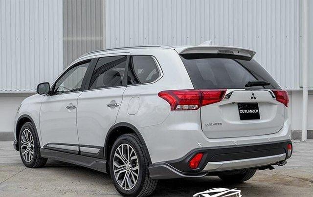 Mitsubishi Outlander CVT 2019, màu trắng, hỗ trợ vay 80% giá trị xe, ưu đãi giá tốt tháng 111