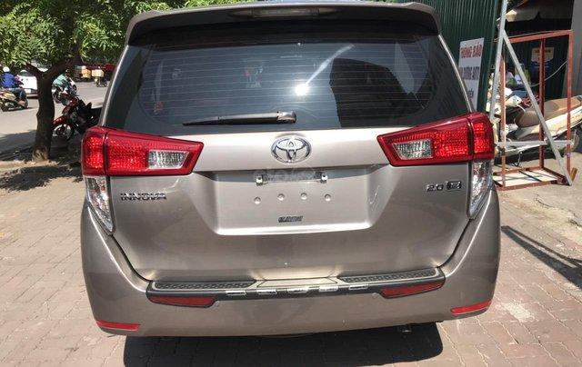 Bán xe Toyota Innova 2.0E màu đồng, sản xuất 20172