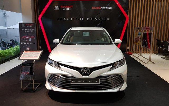 Cần bán xe Toyota Camry sản xuất năm 2020, màu trắng0