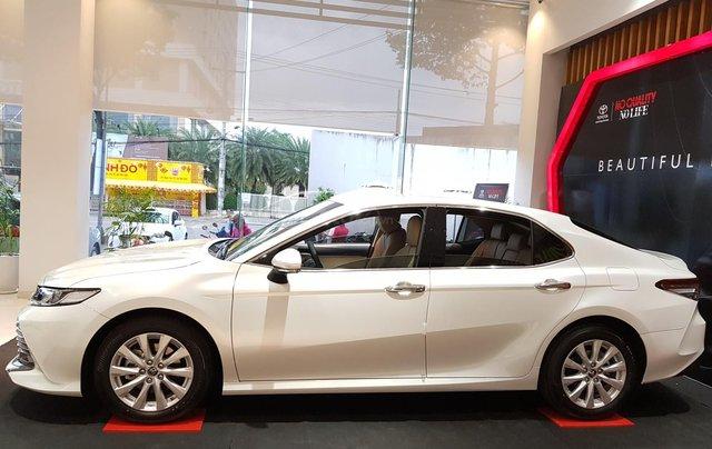 Cần bán xe Toyota Camry sản xuất năm 2020, màu trắng1