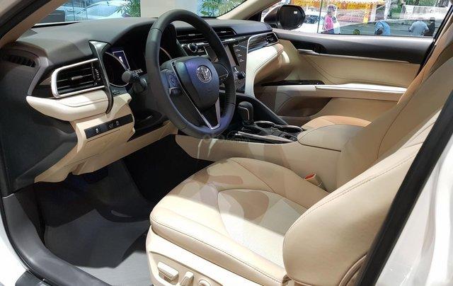 Cần bán xe Toyota Camry sản xuất năm 2020, màu trắng3